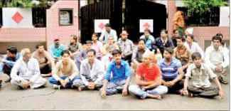Pushcart vendors stage Dharna at Min's home