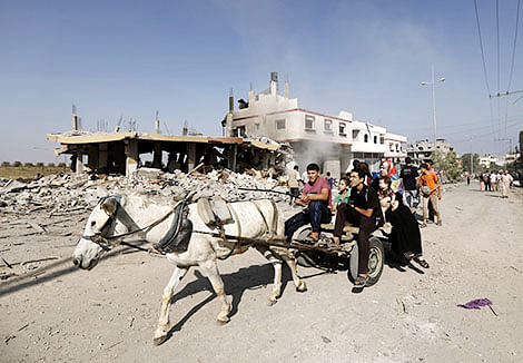 Displaced Palestinians return to inspect the condition of their homes in Jabalia in the northern Gaza Strip.