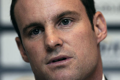 India can never win with four bowlers, says Strauss