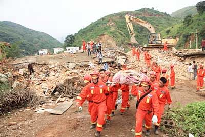 China mobilises defence forces as quake toll jumps to 400