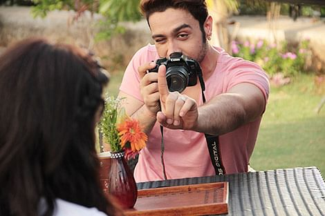 Adhyayan  gets clicky,  shooting for  ISHQ CLICK