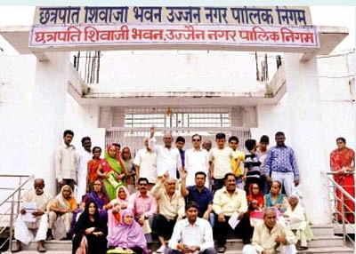 Cong corporators protest in support of pensioners