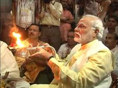 Modi offers prayer