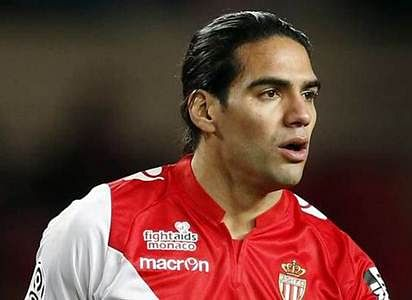 Manchester United sign Radamel Falcao