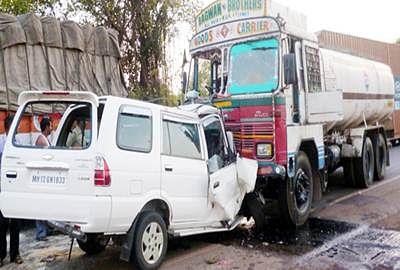 Four dead in car-truck collision in Maharashtra's Akola