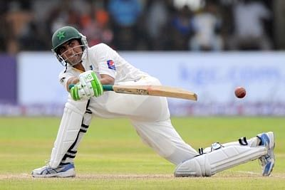 Younus ton rescues struggling Pakistan