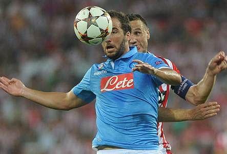 Ten-man Arsenal edge through, Napoli blown away by Bilbao