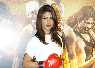 Priyanka and Mary Kom sing live for the audience