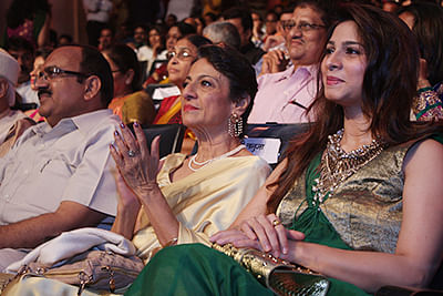 Spotted:  Tanishaa and Tanuja at Raj Kapoor Awards
