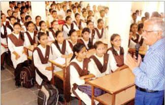 Collector Kiyawat takes class; motivates students to do hard work
