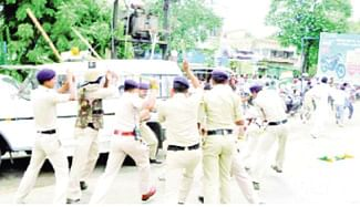 Police lathi-charge YC workers