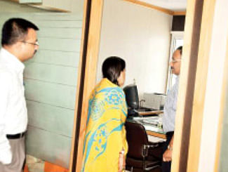 Scindia finds GMs missing at LUN office