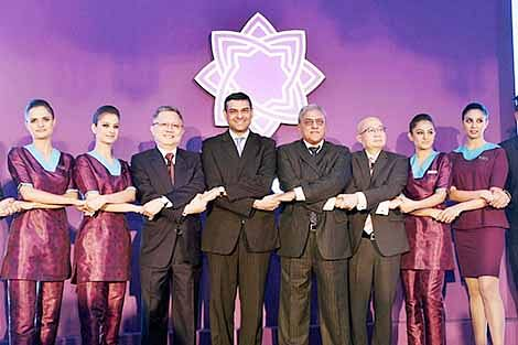 Prasad Menon (fourth from right), Chairman TSAL, Mukund Rajan (fifth from right), member Group Executive Council Director TSAL, Phee Teik Yeoh, CEO TSAL and Swee Wah Mak(third from left)  Director and VP, Commercial SIA along with the air hostesses at the launch of Tata-SIA logo for their newly Christened Airline in New Delhi