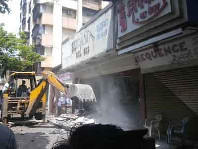MBMC demolishes  illegal building