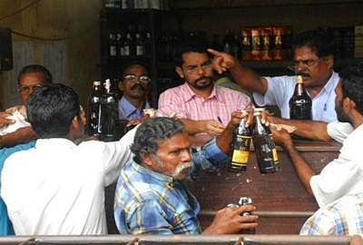 Over eight die after consuming spurious liquor in Lucknow