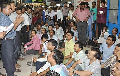 The flash strike by Western Railway motormen on Friday at the Churchgate station disrupted the services for over an hour.