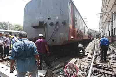 Mumbai: Express coach detaches near Jogeshwari station