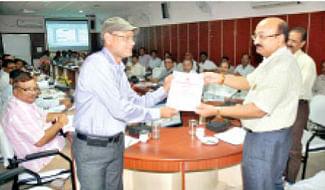 MLA Chitnis inspects 'Krishi Mahotsav' arrangements