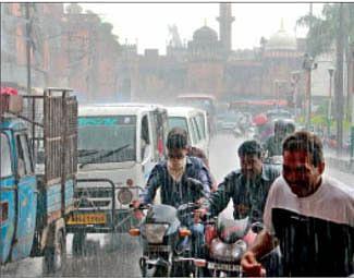 Heavy showers in Mumbai; MeT predicts more downpour