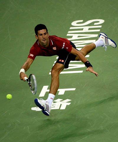 Djokovic cruises into semis
