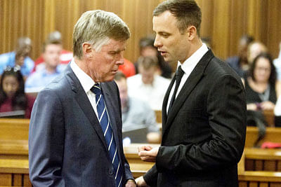 Prosecutor: Pistorius offered cash after killing