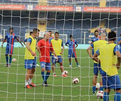 Mumbai face Pune in Maha derby clash