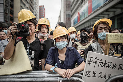 Protesters march to HK leader's house
