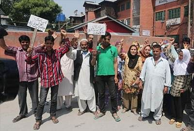 Kashmir flood victims protest against state Govt's apathy