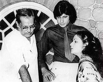 Big B remembers Hrishikesh Mukerji