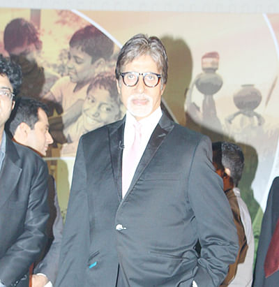 Big B begins shooting with Farhan, Aditi
