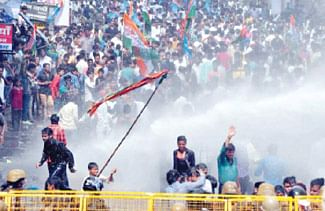 Stoning, lathicharge and arrests mar NSUI protest