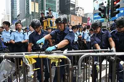 Hong Kong police arrest protesters in main camp