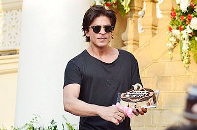 Shah Rukh Khan discharged from hospital after knee surgery