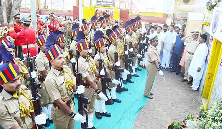 Lakhs throng Chaityabhoomi to revere their messiah