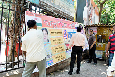 Illegal Hoardings: HC  Fumes Over Inaction