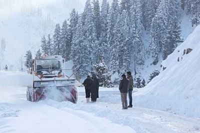 Cold wave continues in Kashmir, rain and snow likely