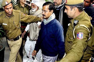 CM Kejriwal promises Bedi inquiry commission to sort DDCA mess