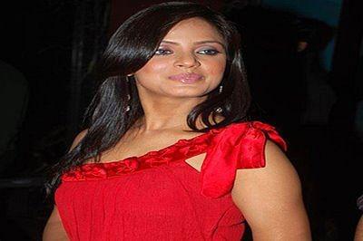 Neetu Chandraa injured on sets of 'Vaigai Express'