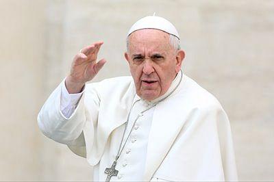 Pope rejects anti-Semitism, praises improved Jew-Muslim ties