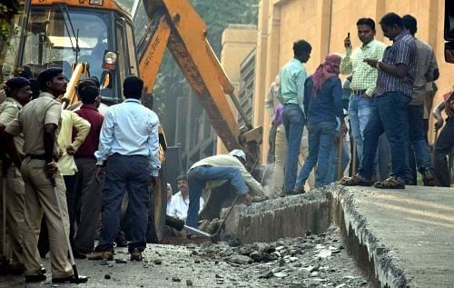 BMC demolishes ramp outside Shah Rukh Khan's 'Mannat'