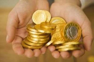 Gold extends gains on positive global cues, seasonal buying