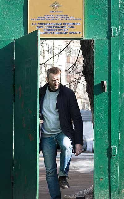 Kremlin Critic Navalny Walks Free From Jail