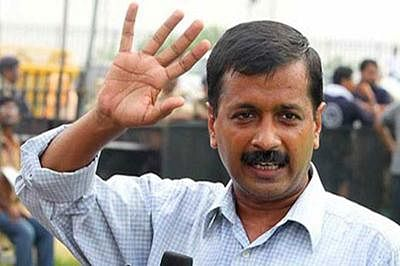 MCD workers protest outside Kejriwal's residence
