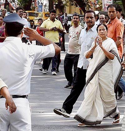 Political clashes mar Kolkata civic poll