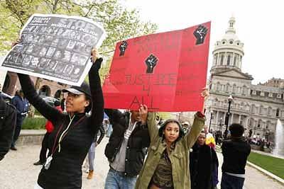 Riots in US over black man's custodial death