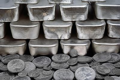 Silver futures up 0.74% on global cues