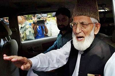 Geelani detained from holding parallel rally to Modi