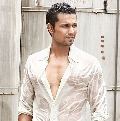 Producers don't stand outside my home with script: Randeep Hooda