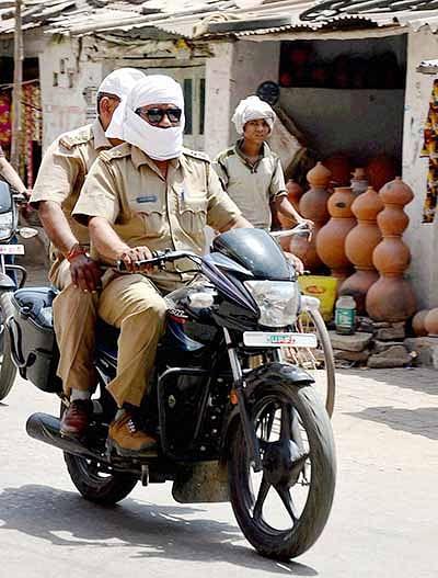 Heatwave kills more than  150 in Andhra, Telangana