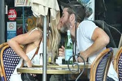 Actor Chris Pine, Vail Bloom spotted kissing